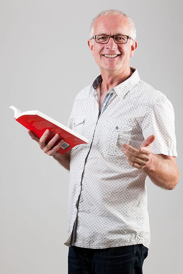 Piet Peeters met boek web formaat